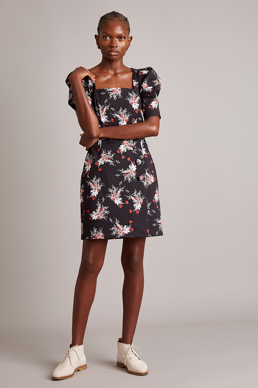 самые модные платья осень зима 2021 2022 цветочное в цветы черное белое красное