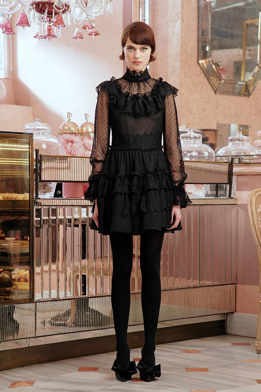 самые модные платья осень зима 2021 2022 прозрачное черное пышное короткое мини