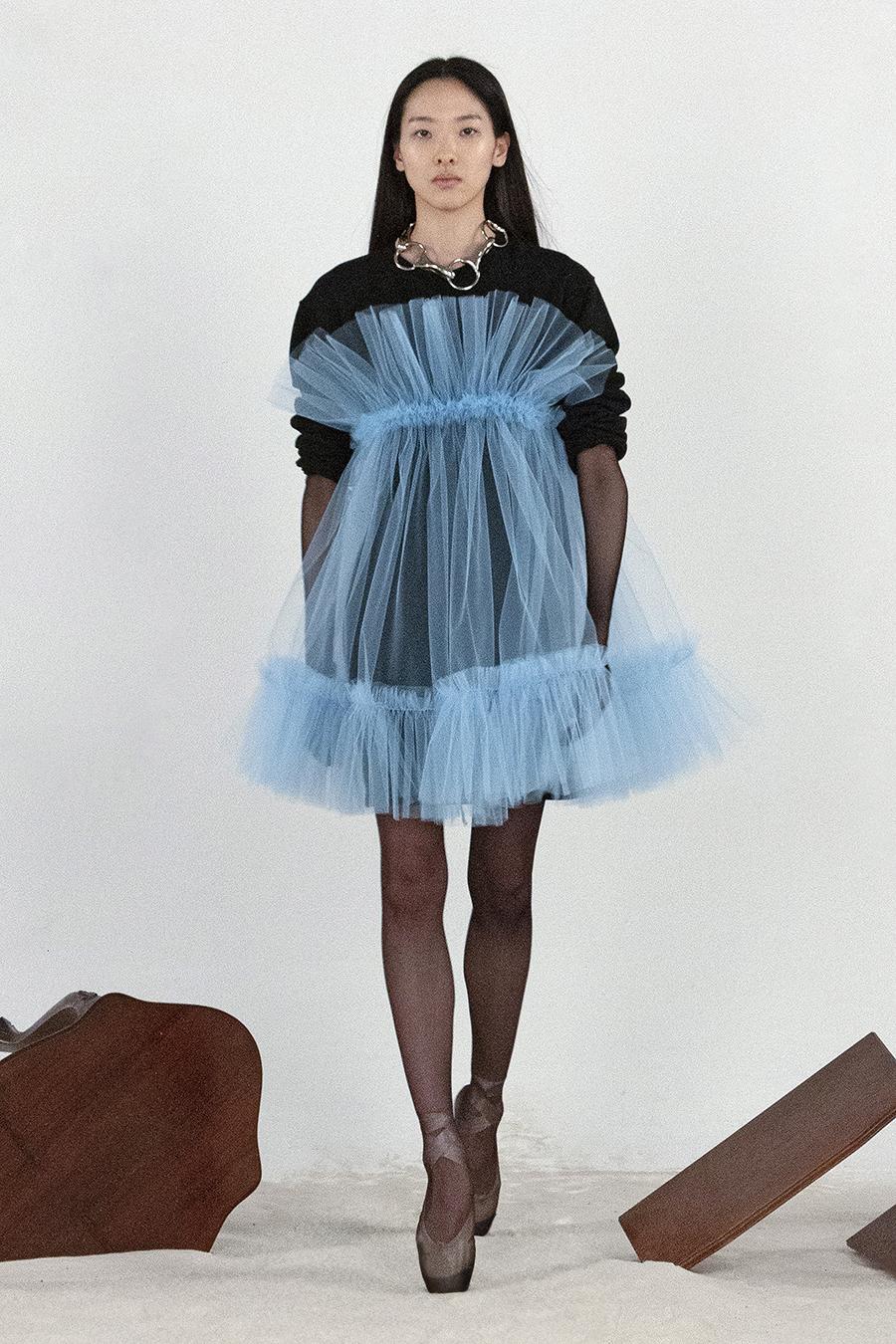 самые модные платья осень зима 2021 2022 прозрачное черное голубое пышное короткое мини