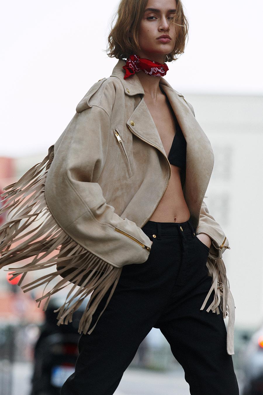 тренды осень зима 2021 2021 бахрома пальто куртка бежевый