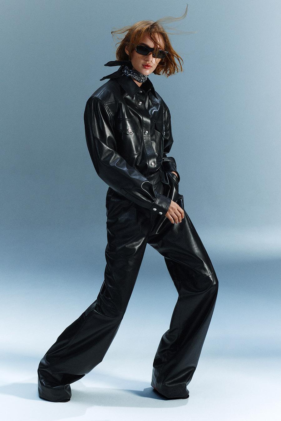 тренды осень зима 2021 2021 комбинезон кожаный черный