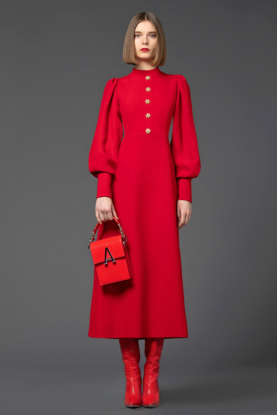 тренды осень зима 2021 2021 красный алый цветплатье сапоги сумка