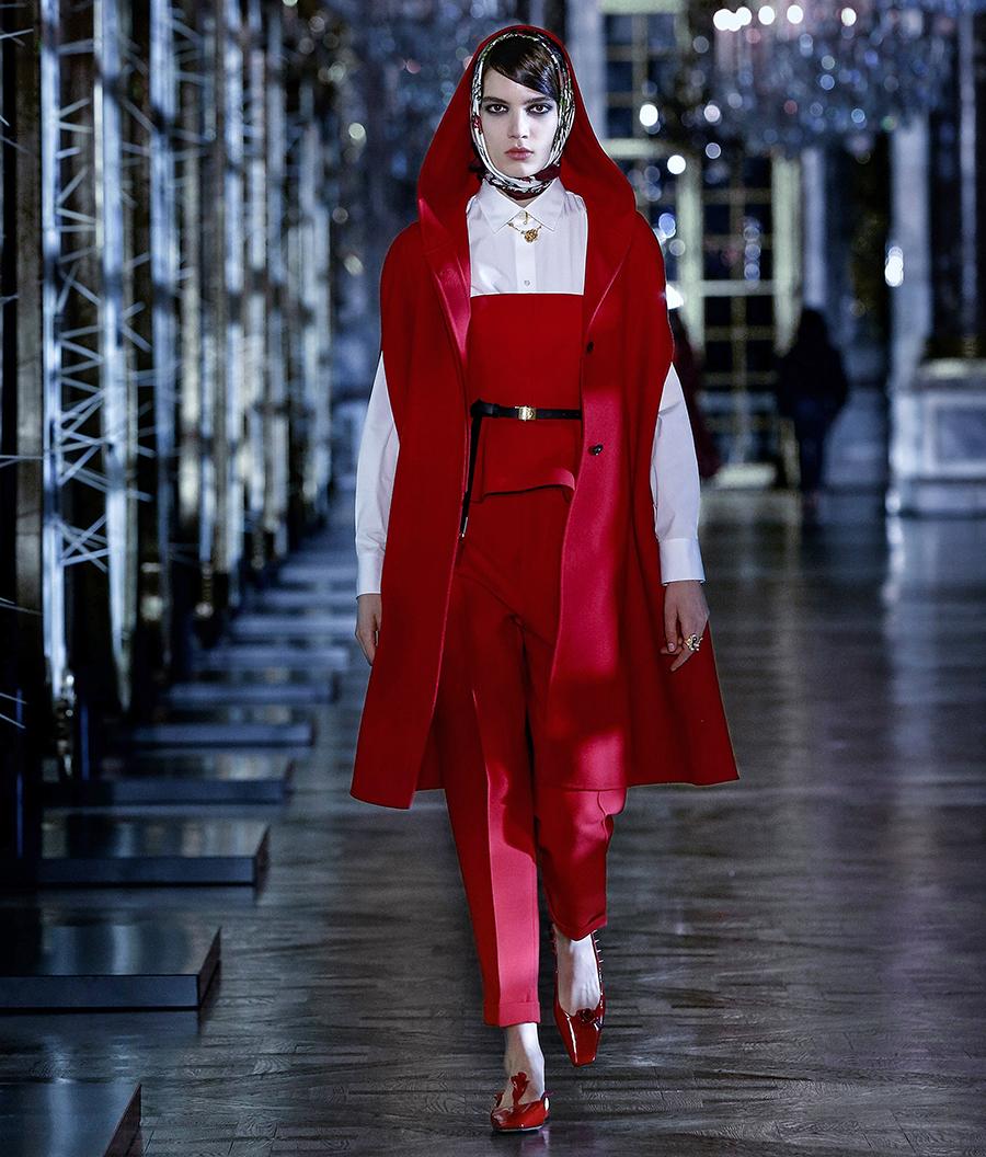 тренды осень зима 2021 2021 красный алый цвет костюм блуза брюки жилет пальто