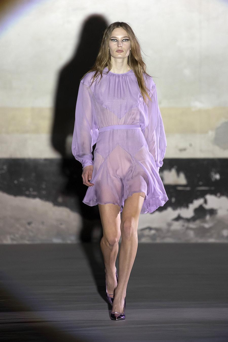 тренды осень зима 2021 2021 лиловый фиаковый сиреневый цвет платье мини