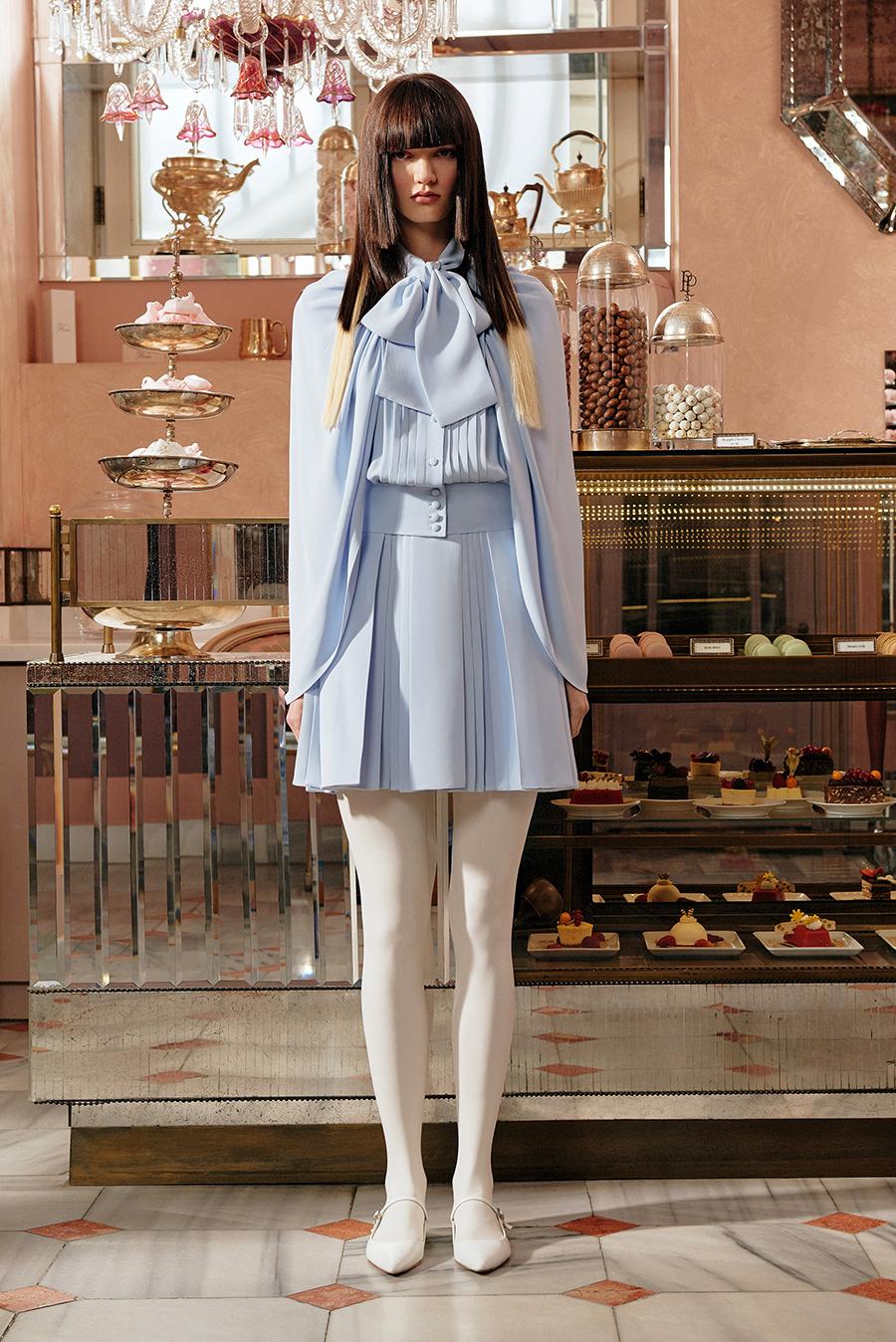 тренды осень зима 2021 2021 плиссировка комтюм юбка блуза лиловый сиреневый