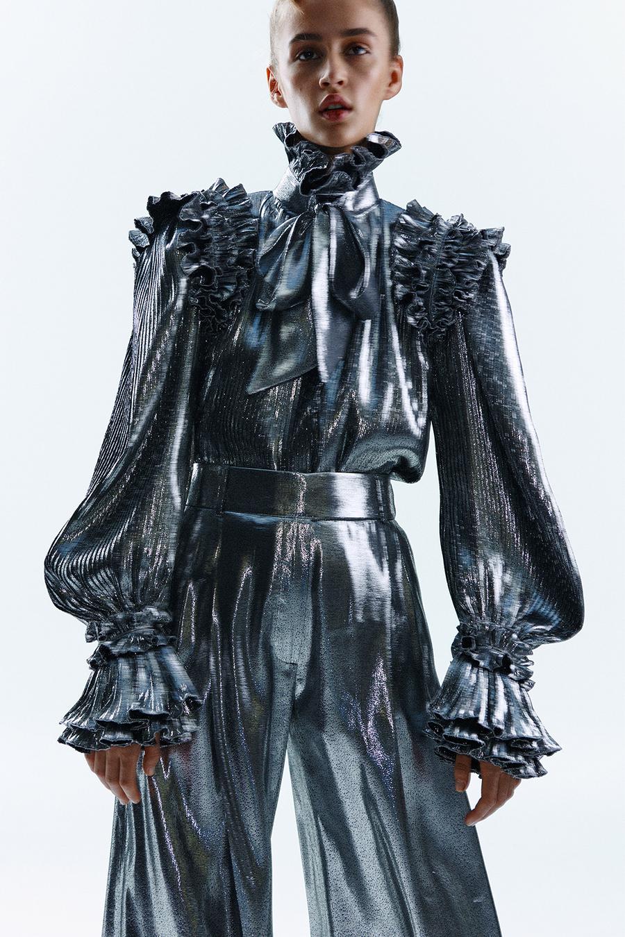 тренды осень зима 2021 2021 серебро серебряный цвет костюм блуза пышные рукава