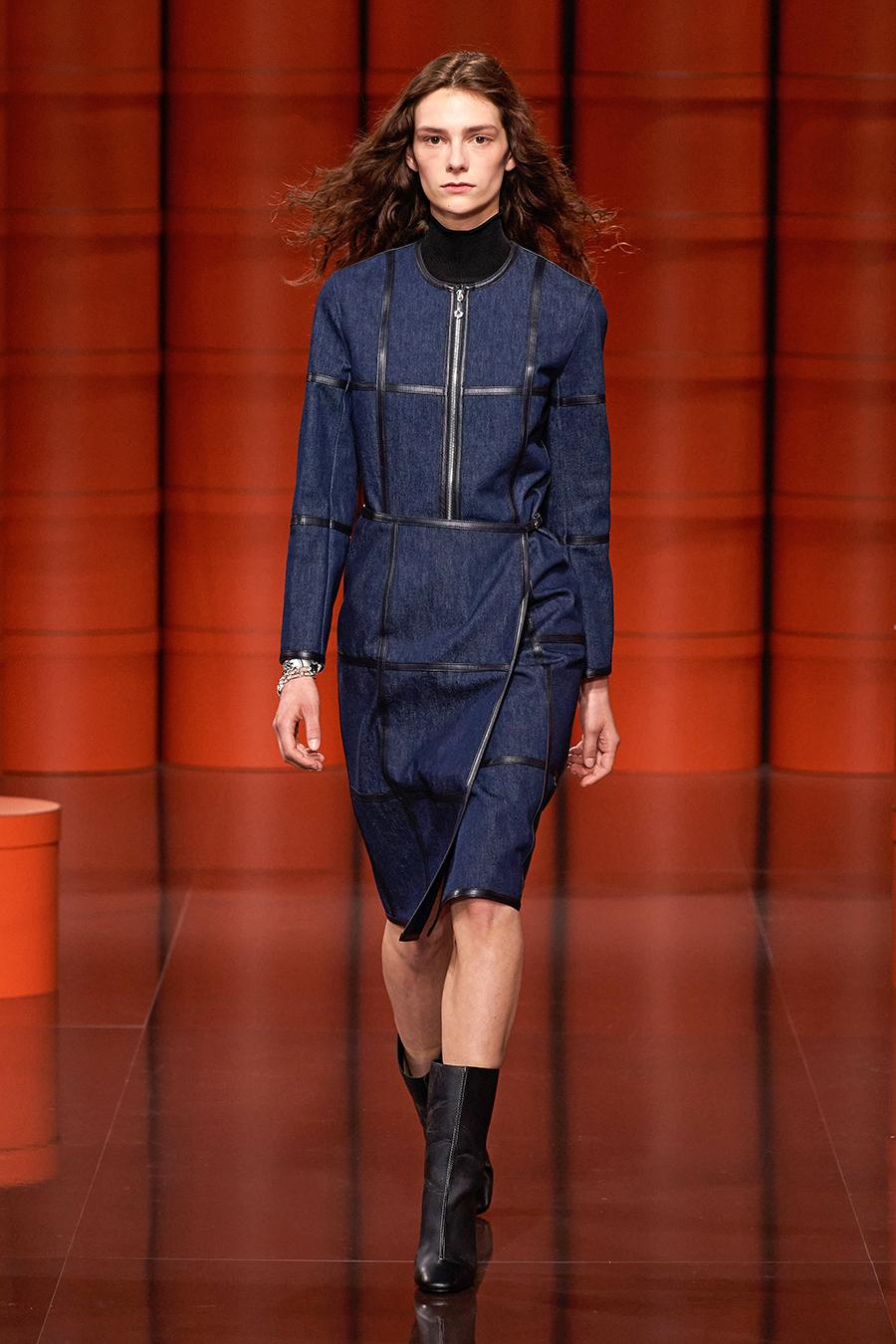 тренды осень зима 2021 2021 темно-синий сырой деним платье