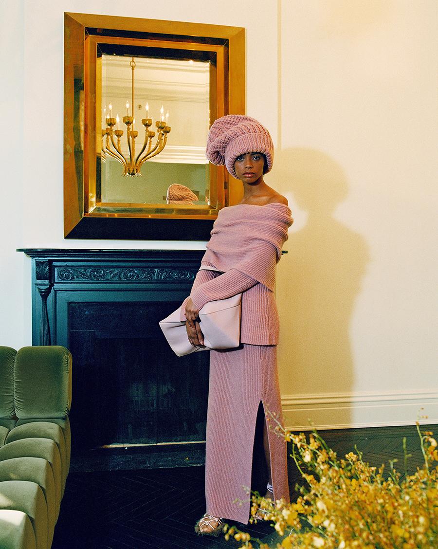 тренды осень зима 2021 2021 трикотаж вязаный костюм юбка свитер розовый макси разрез