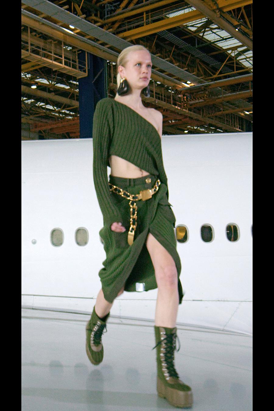 тренды осень зима 2021 2021 трикотаж вязаный костюм юбка свитер топ асимметричный зеленый