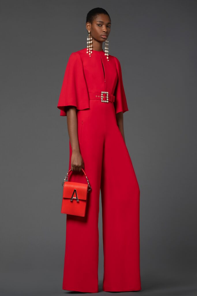 самый модный комбинезон осень зима 2021 2022 строгий красный