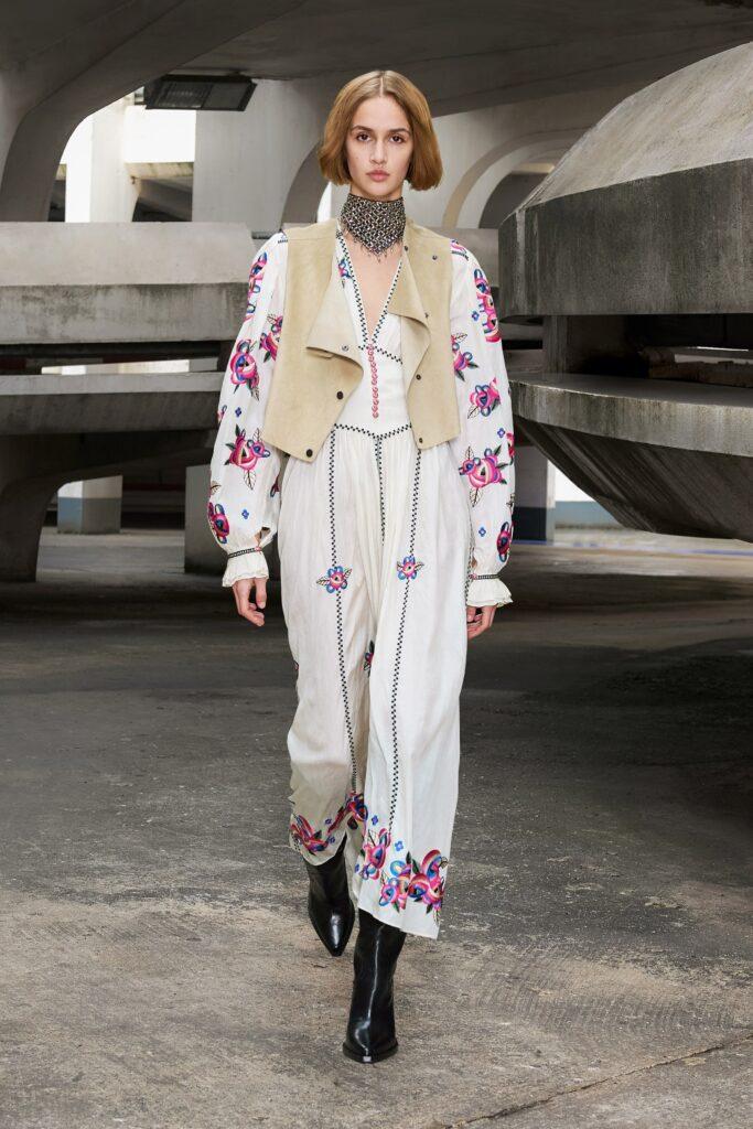 самый модный комбинезон осень зима 2021 2022 кэжуал белый принты вышивка