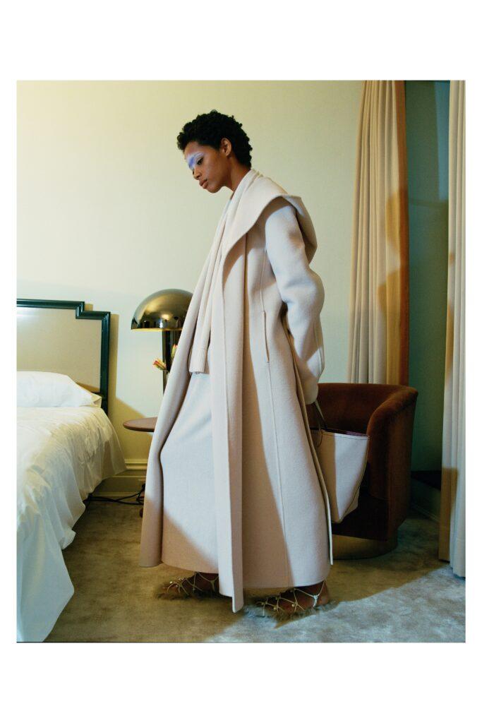 модное пальто осень 2021 макси длинное оверсайз молочно белое
