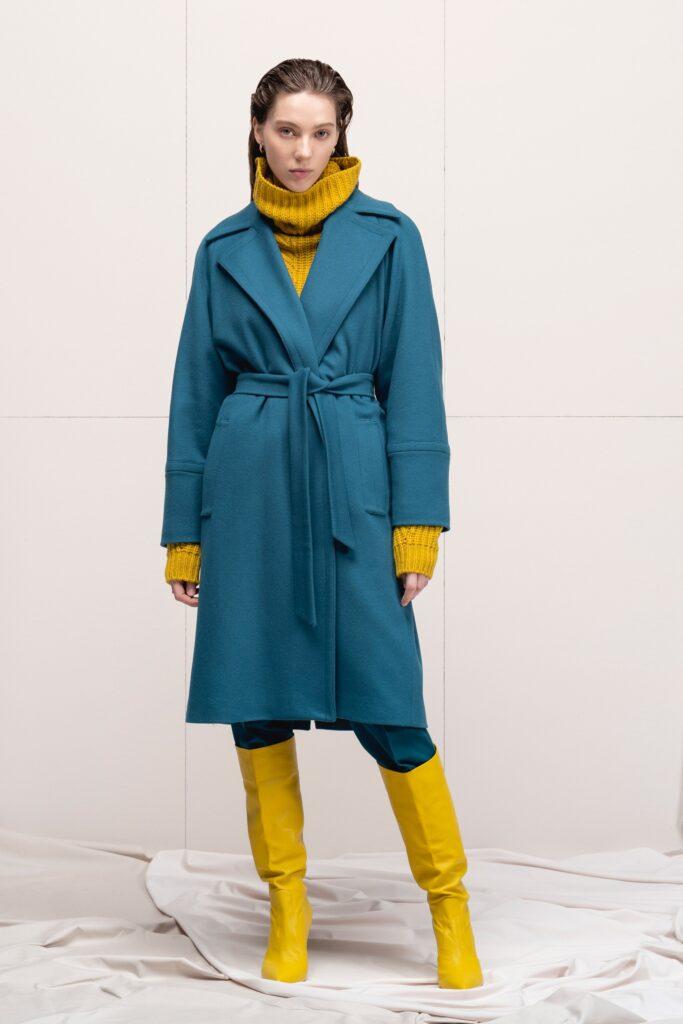 модное пальто осень 2021 миди синее с поясом
