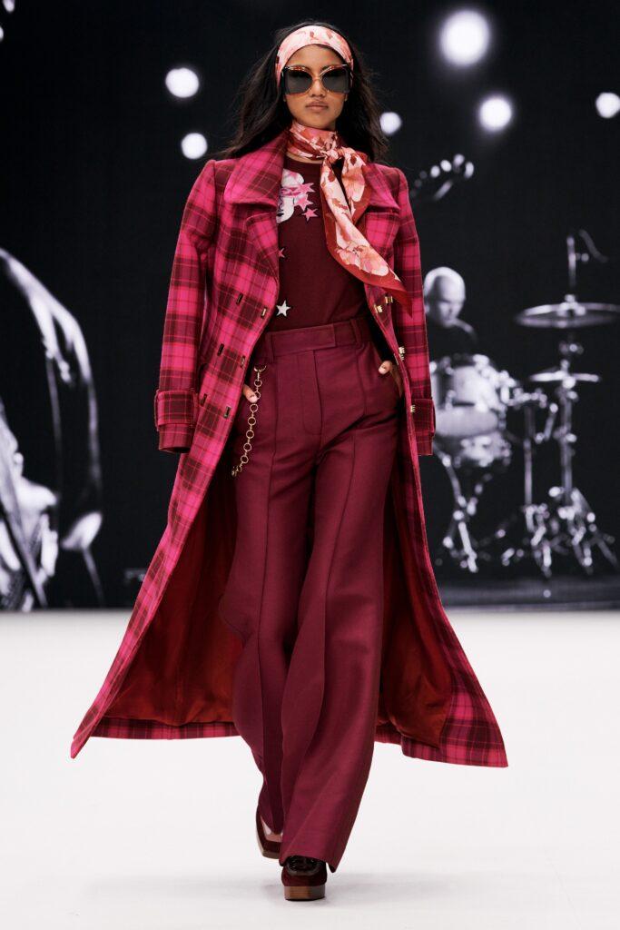 модное пальто осень 2021 принт клетка миди бордовое красное розовое