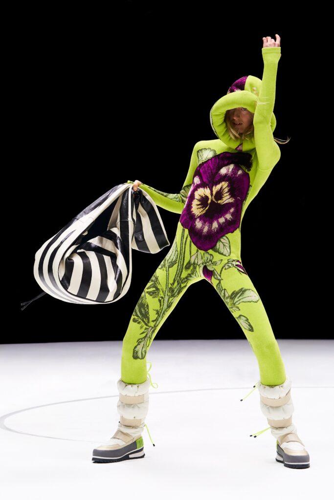 самый модный комбинезон осень зима 2021 2022 кэтсьют для йоги фитнес узкий обтягивающий салатовый зеленыйпринт