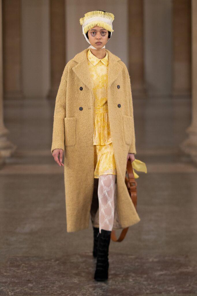 модное пальто осень 2021 миди бежевое кемел желтое