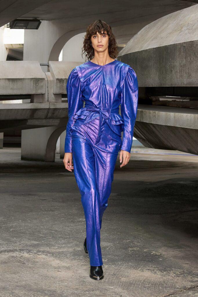 самый модный комбинезон осень зима 2021 2022 кожаный синий