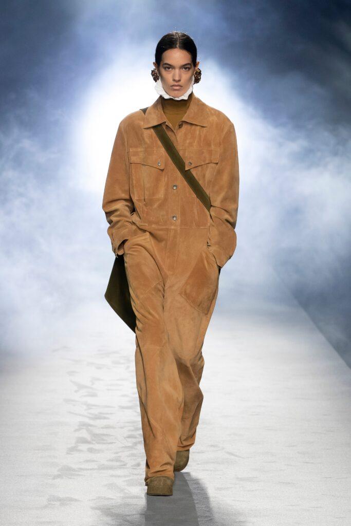 самый модный комбинезон осень зима 2021 2022 кожаный замшевый рыжий коричневый