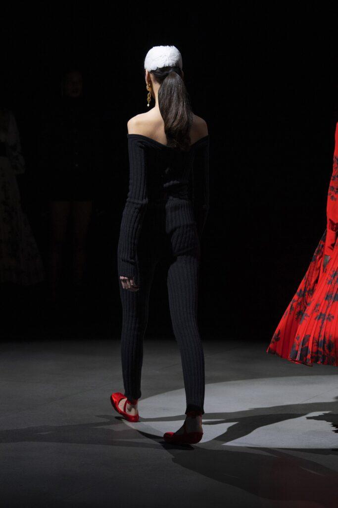 самый модный комбинезон осень зима 2021 2022 черный трикотажный вязаный