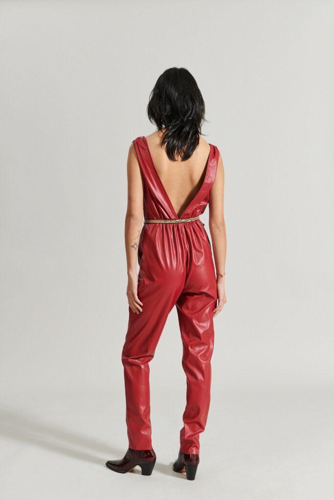 самый модный комбинезон осень зима 2021 2022 кожаный красный