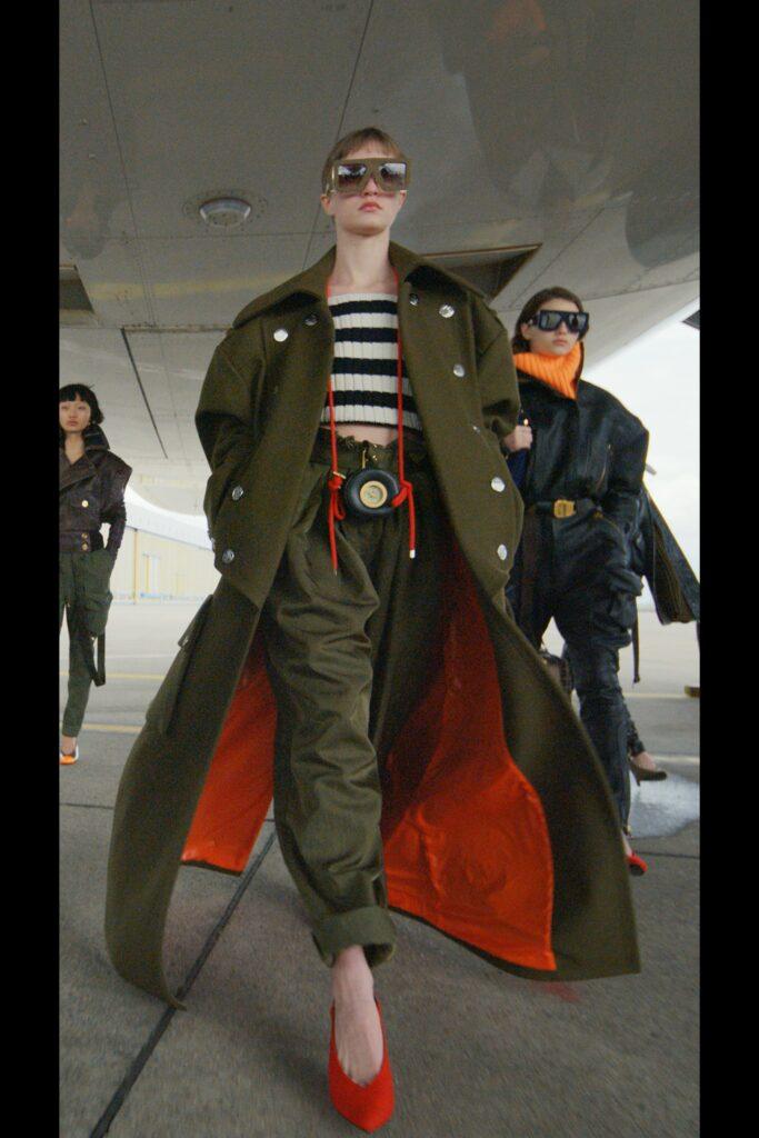 модное пальто осень 2021 длинное макси оверсайз хаки армейское шинель