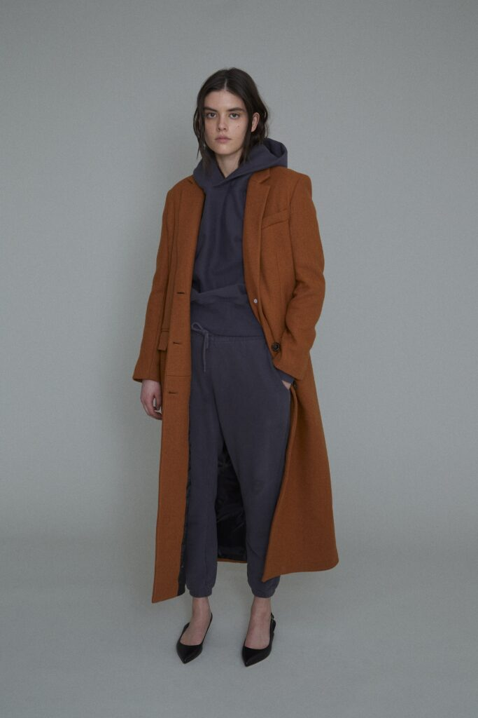 модное пальто осень 2021 миди коричневое