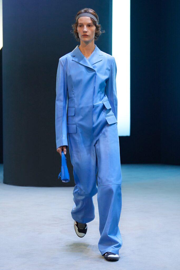 самый модный комбинезон осень зима 2021 2022 кожаный синий голубой