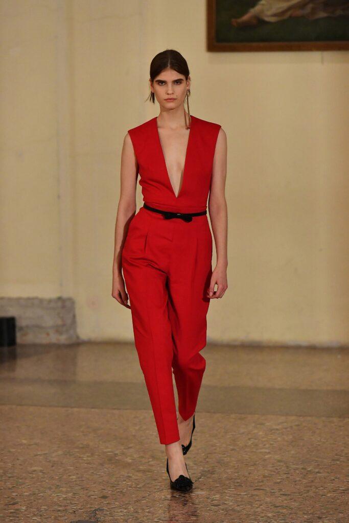 самый модный комбинезон осень зима 2021 2022 вечерний строгий узкий приталенный красный