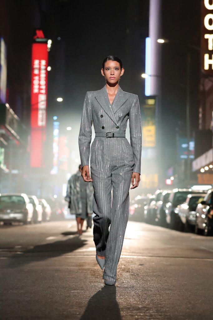 самый модный комбинезон осень зима 2021 2022 вечерний серый серебряный длинный рукав