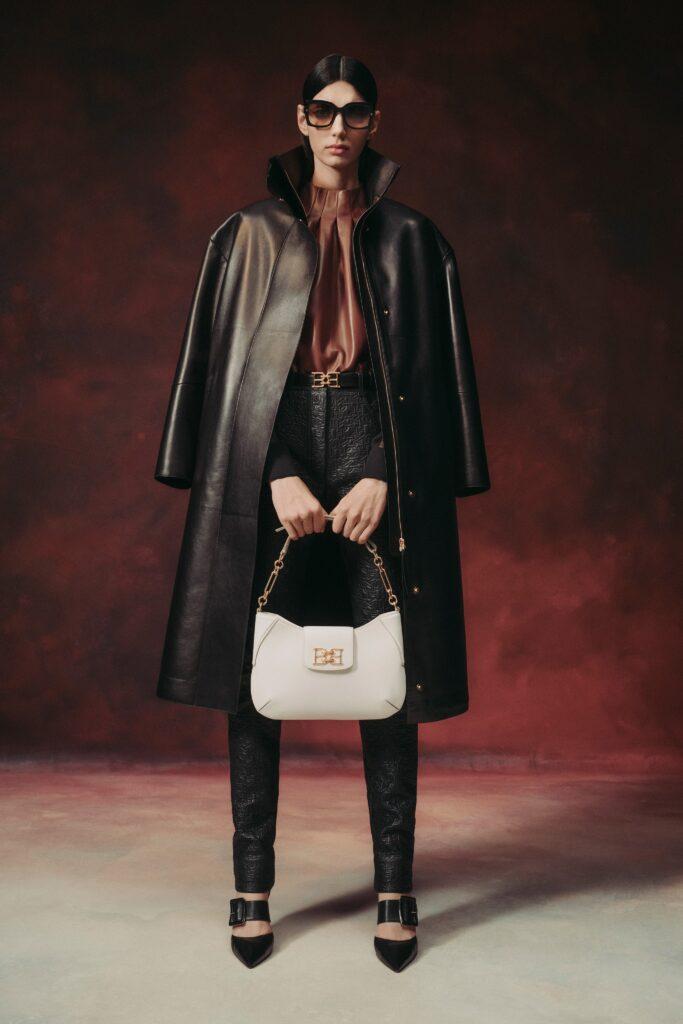 кожаное пальто тренч плащ мода осень 2021 миди коричневый черный
