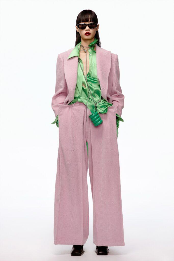 модные брюки широкие клеш оверсайз осень 2021 розовые