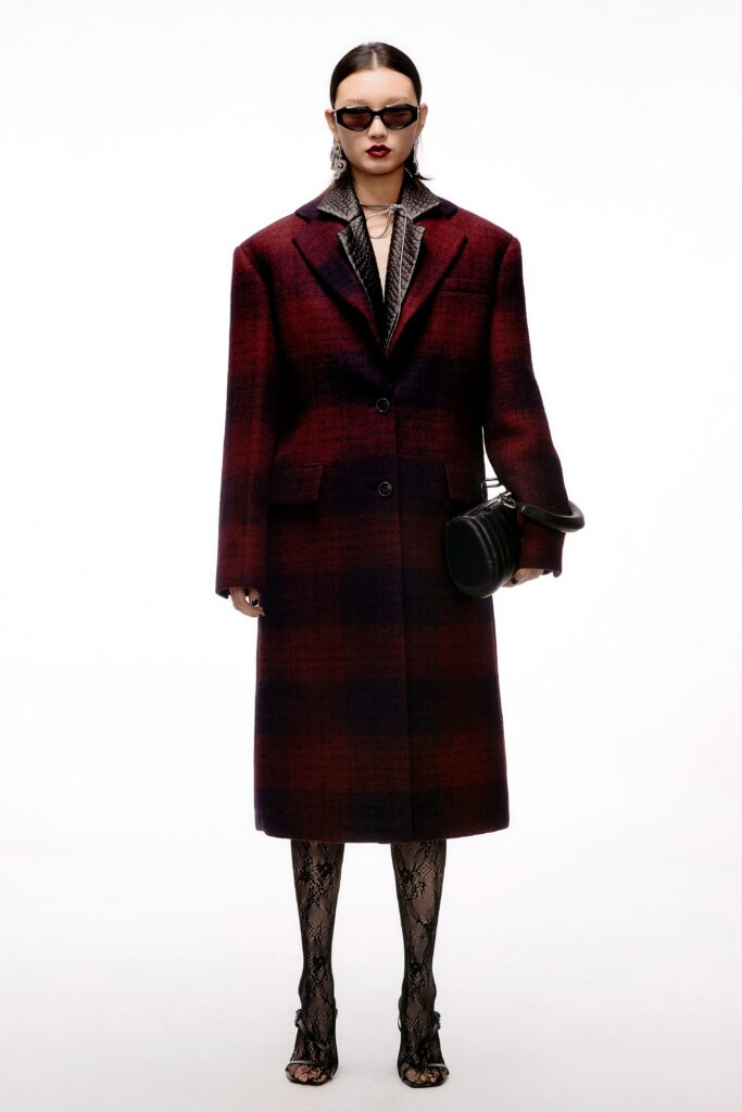 модное пальто осень 2021 принт клетка миди красное черное