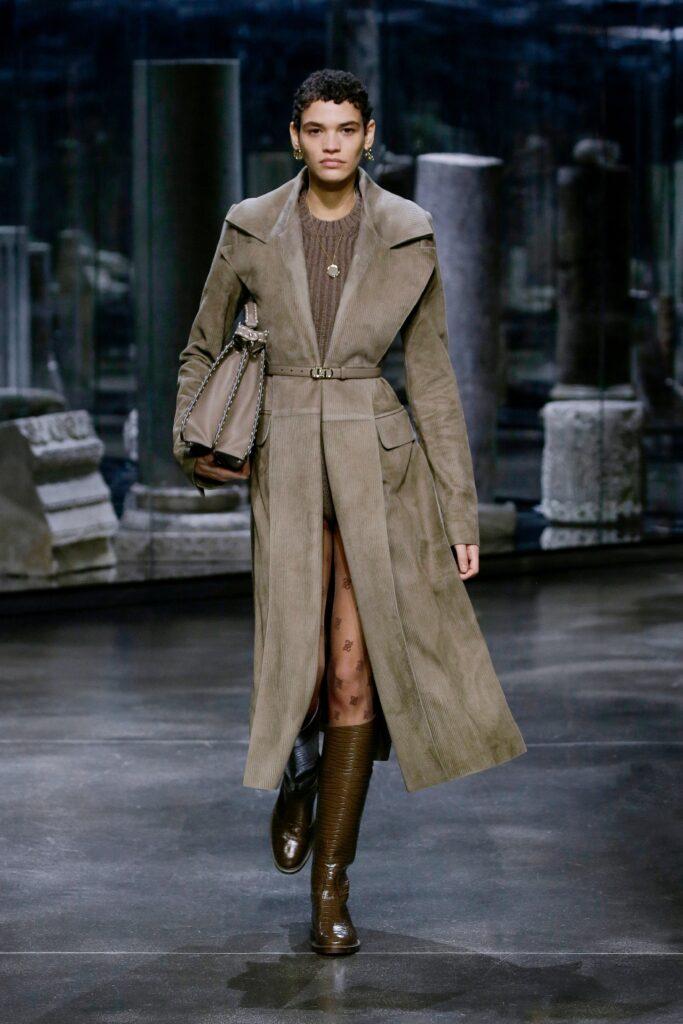 кожаное пальто тренч плащ мода осень 2021 миди замша серый коричневый длинный