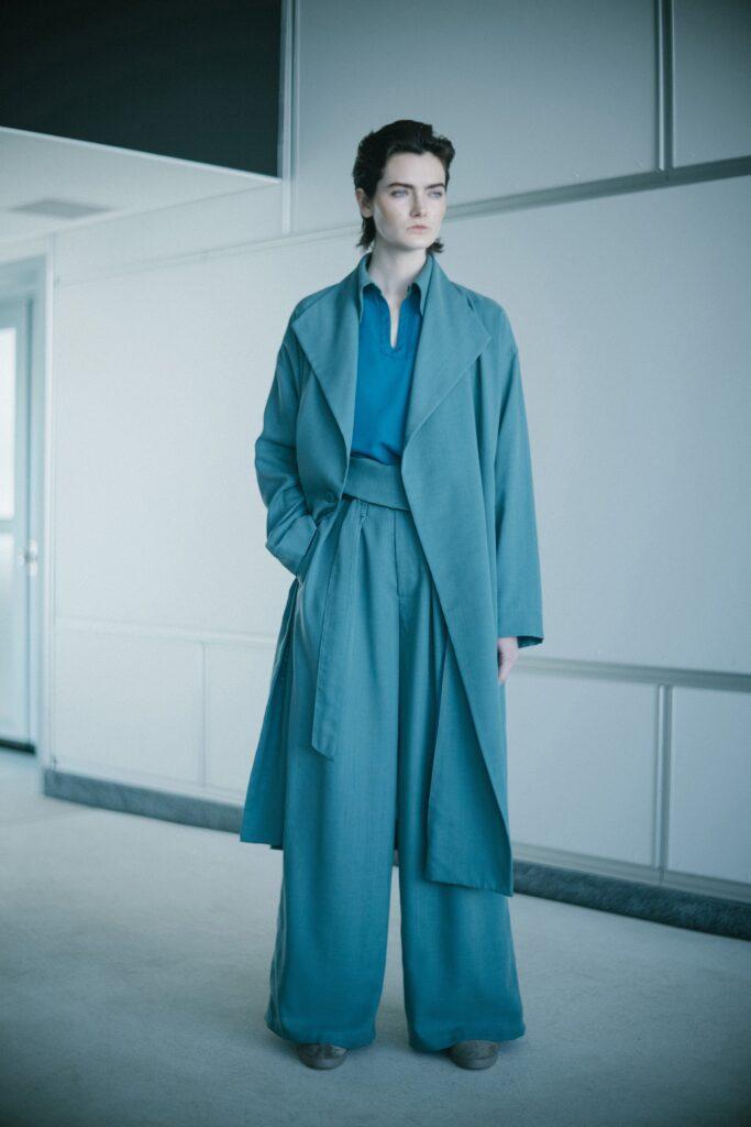 модные брюки широкие клеш оверсайз осень 2021 белые молочные синие зеленые бирюзовые