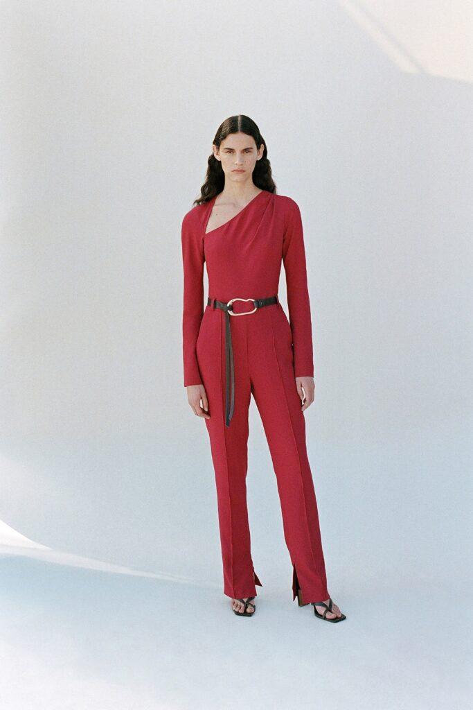 самый модный комбинезон осень зима 2021 2022 красный
