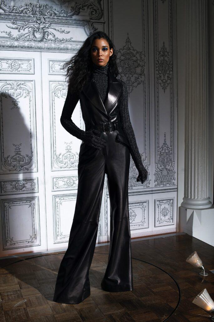 самый модный комбинезон осень зима 2021 2022 кожаный черный