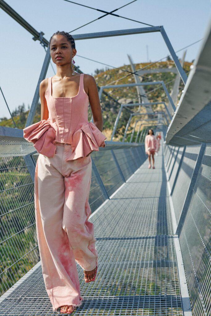 модные брюки широкие клеш оверсайз осень 2021 розовые бежевые