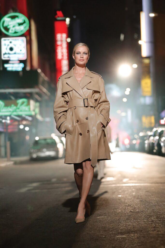 кожаное пальто тренч плащ мода осень 2021 миди бежевый