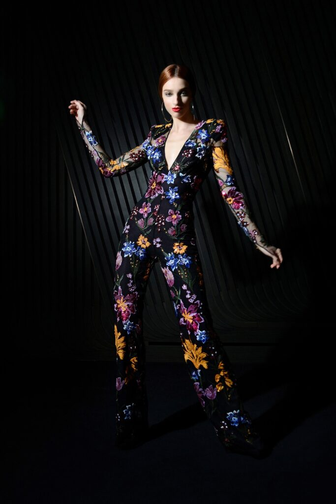 самый модный комбинезон осень зима 2021 2022 вечерний нарядный черный принт цветочный узкий длинный рукав