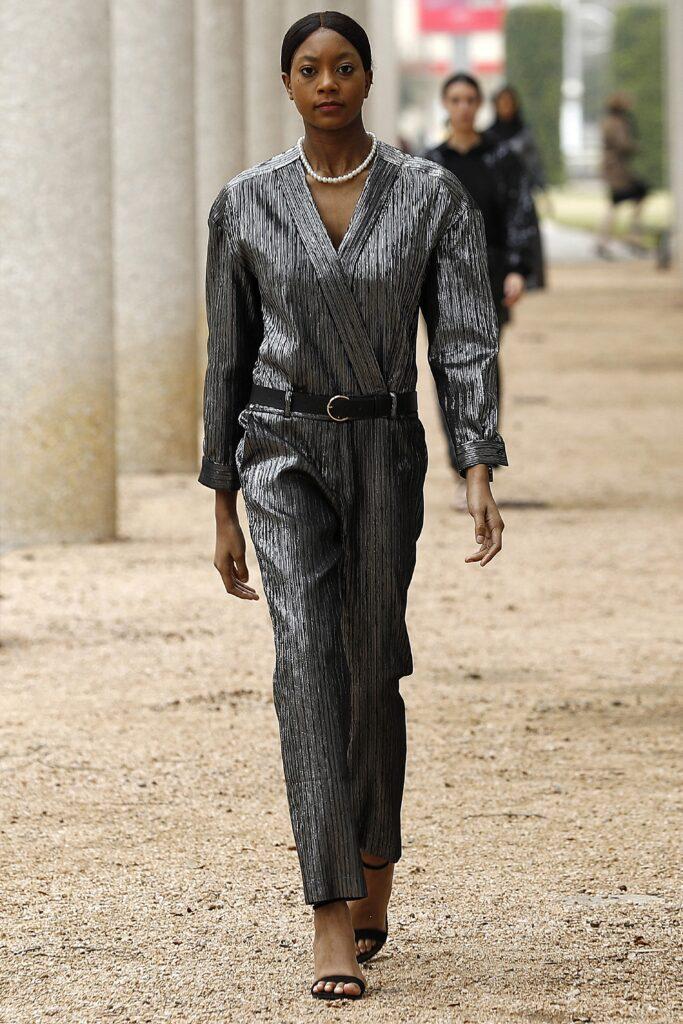 самый модный комбинезон осень зима 2021 2022 вечерний серебряный серый длинный рукав