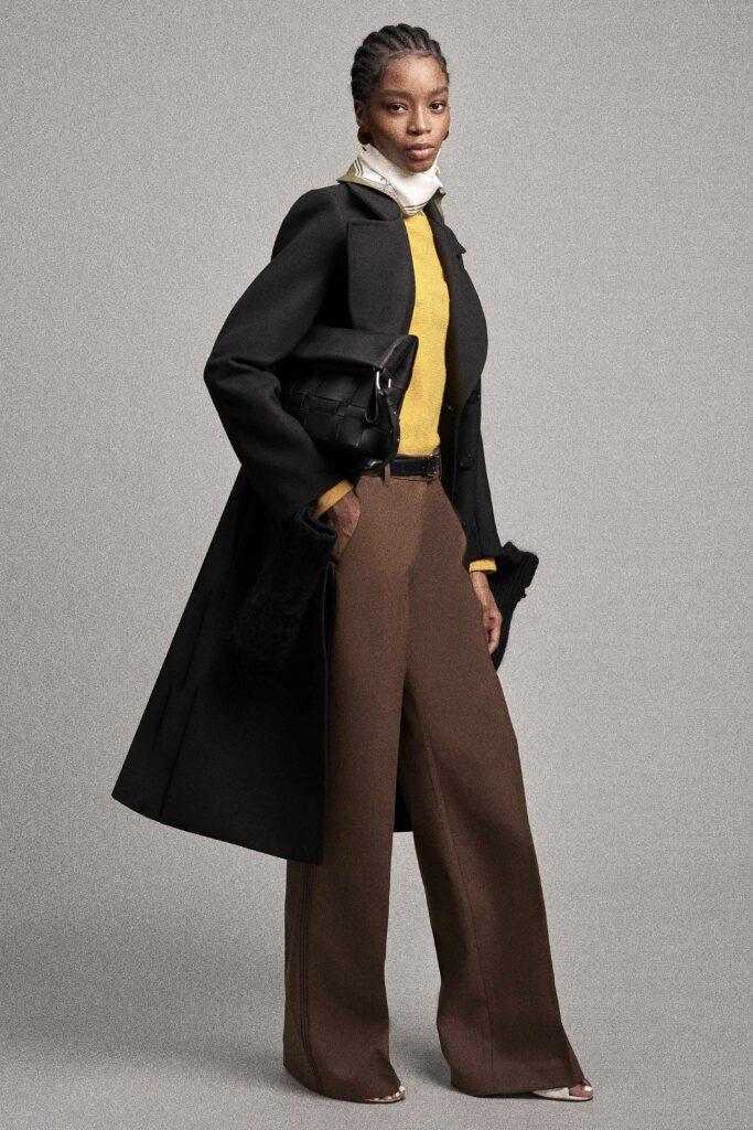 модные брюки широкие клеш оверсайз осень 2021 коричневое