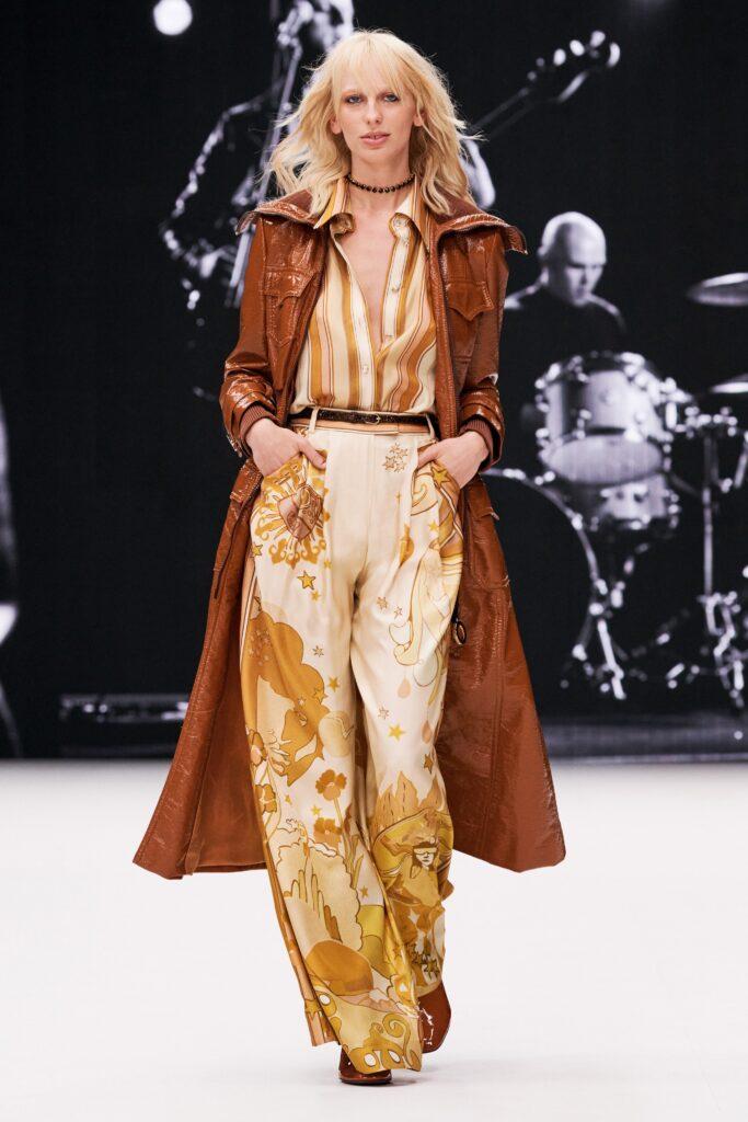 кожаное пальто тренч плащ мода осень 2021 миди коричневый рыжий
