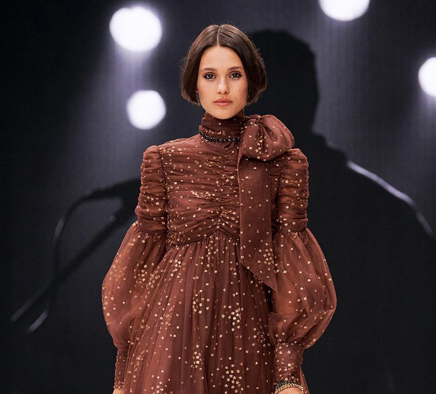 модная стрижка осень 2021 боб гладкий с ровным срезом короткий