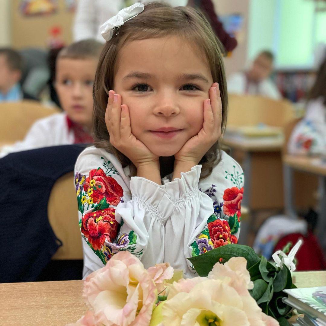 звезды дети первый класс в чем какая школа илона гвоздева муж дочь валерия рия