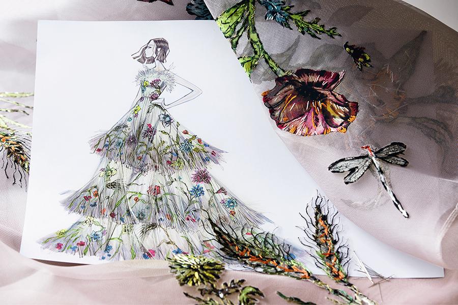 натали портман нвый аромат диор Miss Dior Eau de Parfum кутюрное платье цветочное вышивка бежевое тюль