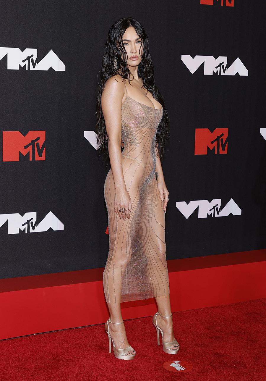 меган фокс голое платье mtv met gala