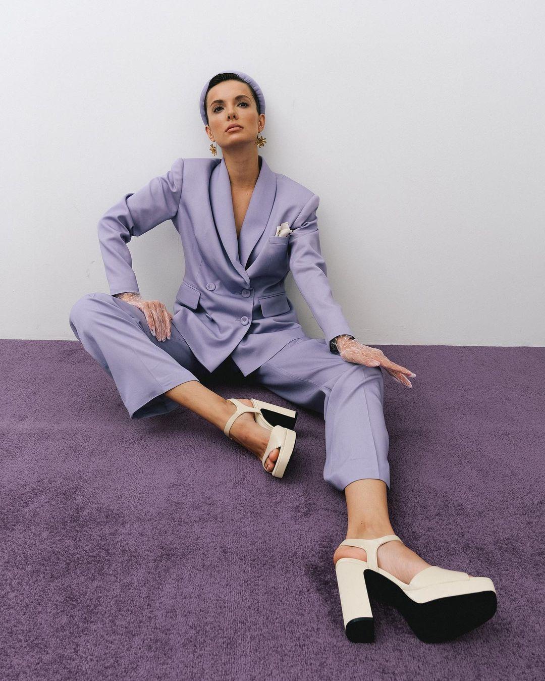 модный женский брючный костюм украинский бренд осень 2021 лиловый лаванда