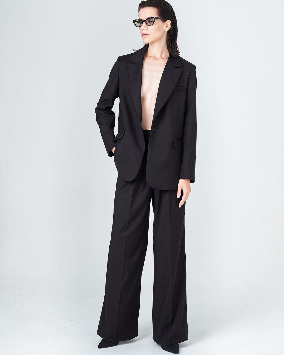 модный женский брючный костюм украинский бренд осень 2021 черный