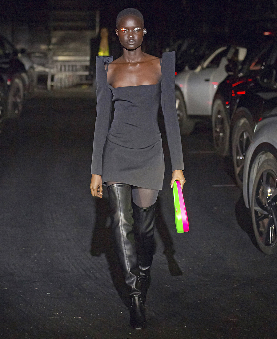 модные сапоги осень зима 2021 2022 ботфорты черные вторая кожа облегающие