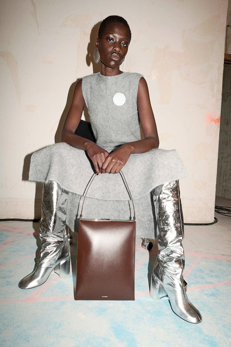 модные сапоги осень зима 2021 2022 серебряные
